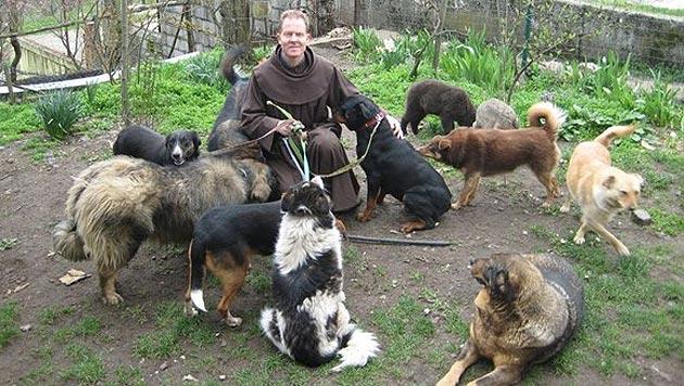 """Pater Anthony musste """"sein"""" Kloster verlassen (Bild: Animal Care International)"""