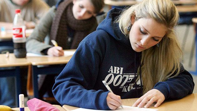 Gesamte Klasse fällt bei Matura in Privatschule durch (Bild: APA/dpa/Roland Weihrauch (Symbolbild))