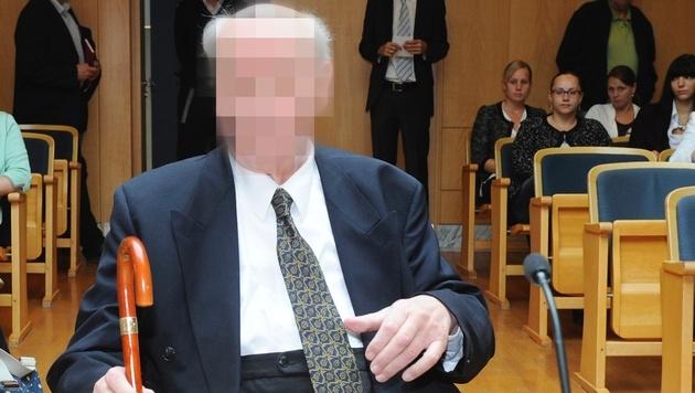 Missbrauchsprozess gegen Ex-Pater in OÖ gestartet (Bild: APA/HANNES MARKOVSKY)