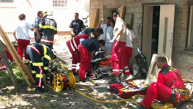Betondecke in NÖ eingestürzt -  Mann schwer verletzt (Bild: FF Deutsch Wagram)