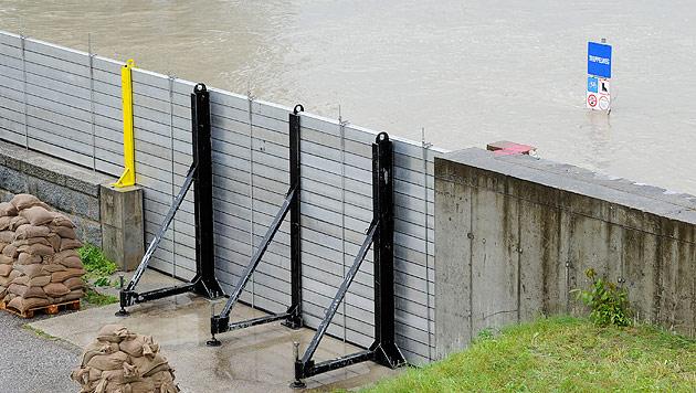 Hochwasserschutz vorgezogen, neue Sicherheitsstrategie (Bild: APA/Helmut Fohringer)