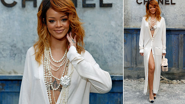 Rihanna zieht mit Bademantel-Outfit alle Blicke auf sich (Bild: AP)
