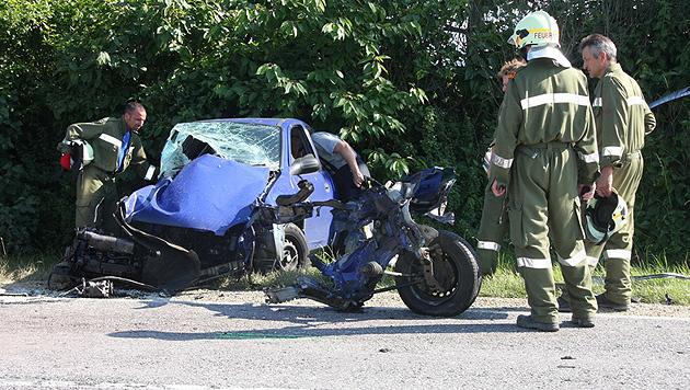 Zwei Frauen bei Frontalkollision in NÖ schwer verletzt (Bild: Bezirksfeuerwehrkommando Tulln/Pressedienst)