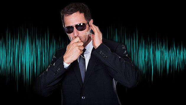US-Behörden zapfen Mikrofone aus der Ferne an (Bild: thinkstockphotos.de, krone.at-Grafik)