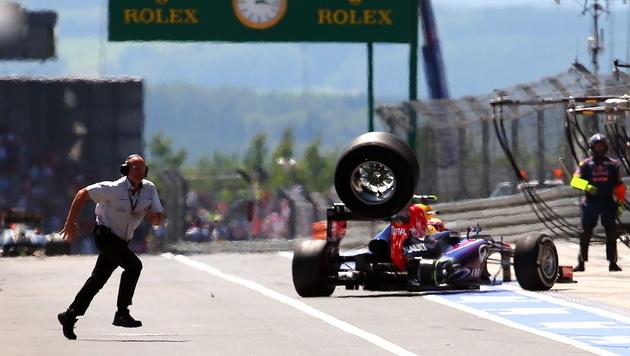 Tempolimits, Helme für alle: FIA reagiert auf Boxen-Unfall (Bild: EPA)