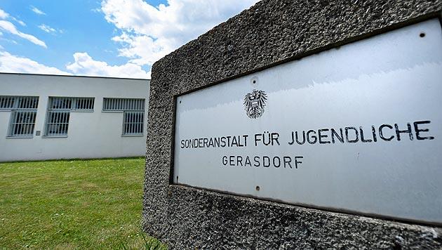 Nach Flucht aus Gefängnis: Burschen festgenommen (Bild: APA/ROBERT JÄGER)