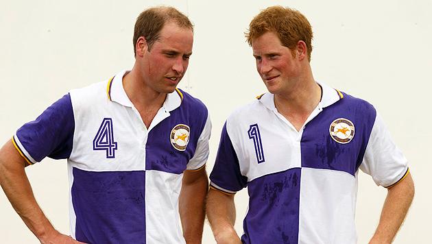 Keine Spur vom Nachwuchs: Prinz William spielte Polo (Bild: AP)