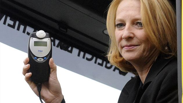 "Ministerin Doris Bures für ""Alko-Sperren""-Gesetz (Bild: APA/HERBERT PFARRHOFER)"