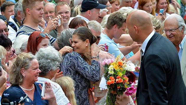 Prinzessin Victoria feierte Geburtstag mit Tausenden Fans (Bild: EPA)