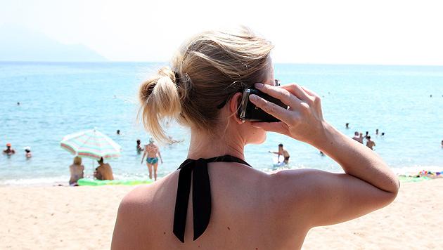 Mobilfunker warnen vor höheren Inlandstarifen (Bild: dpa/Friso Gentsch)