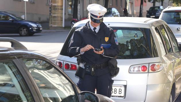 Falschparker beißt Wiener Polizist in die Wade (Bild: Klemens Groh (Symbolbild))