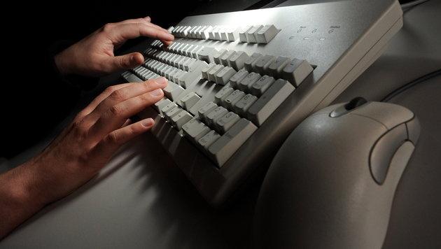 Geheimdienste greifen flächendeckend Server an (Bild: Jochen LüŸbke/dpa)