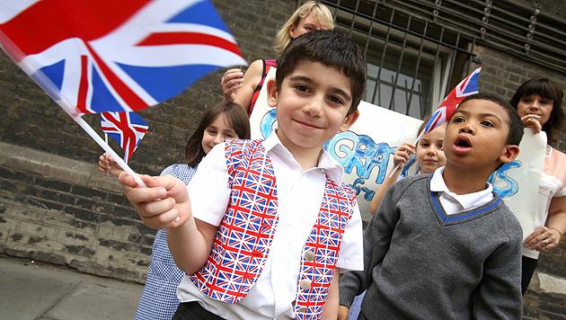 Hype hält an: So feiert die Welt den kleinen Prinzen (Bild: AP, EPA)