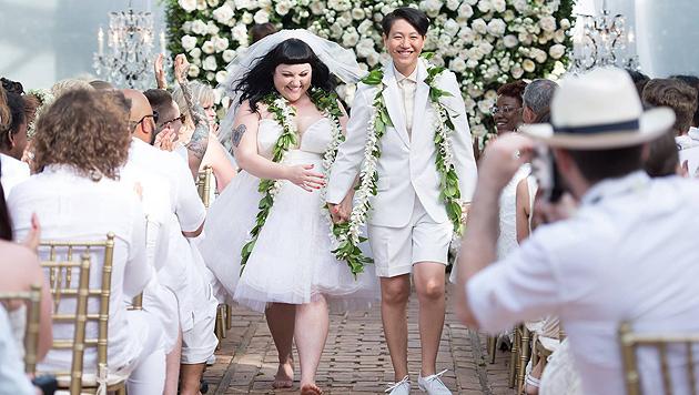 Gossip-Sängerin Beth Ditto zeigt ihr Hochzeitsfoto (Bild: Facebook)