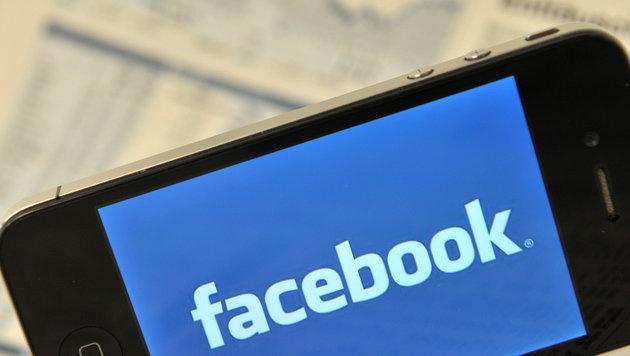 Google und Facebook dominieren mobilen Werbemarkt (Bild: Marc Tirl/dpa)