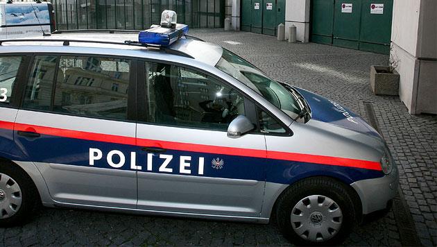 48-Jähriger von Ehefrau mit Auto überrollt - tot (Bild: APA/HELMUT FOHRINGER)