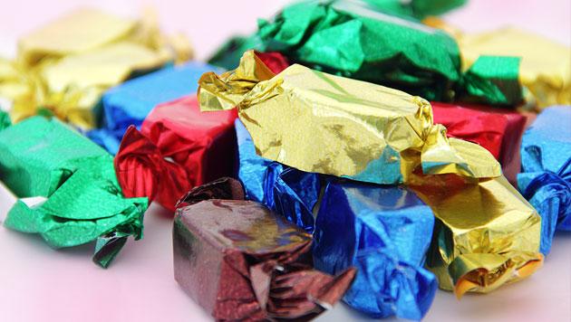 Mädchen kaufte mit geklauten Schecks Naschereien (Bild: thinkstockphotos.de)