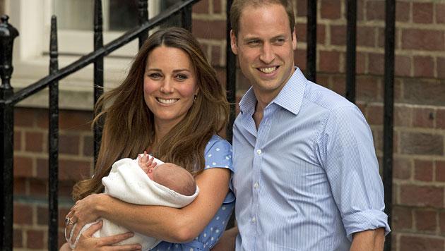 Brust statt Flasche: Kate stillt George selbst (Bild: AP)