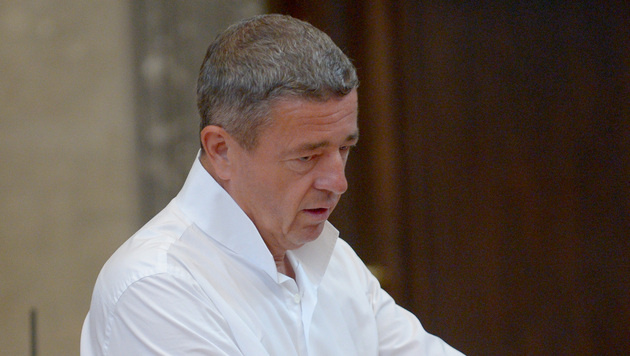 Konkursverfahren über Ex-FPÖler Rumpold eröffnet (Bild: APA/Roland Schlager)