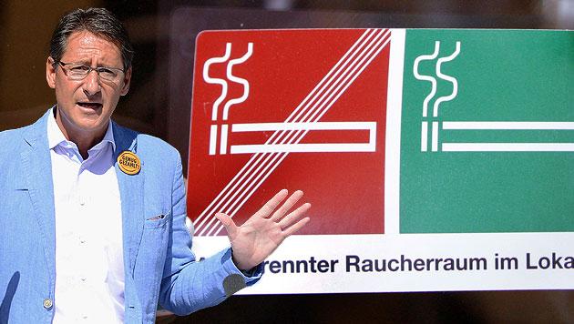 Rauchverbot in Gastronomie: BZÖ für Volksbefragung (Bild: APA/HELMUT FOHRINGER,APA/HERBERT PFARRHOFER, krone.at-Grafik)