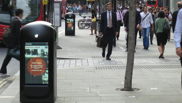 Londons Mistkübel erkennen Handys, zeigen Werbung (Bild: Renew)