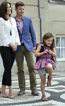 Erster Schultag für dänische Prinzessin Isabella (Bild: EPA)