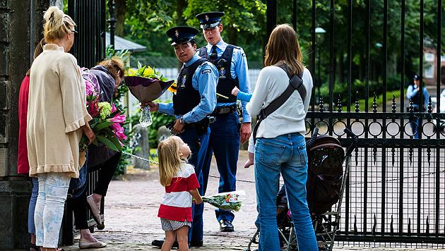 Königsfamilie nahm Abschied von Prinz Friso (Bild: EPA, AP)