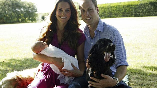 Das sind die 1. offiziellen Fotos von Prinz George (Bild: AP)