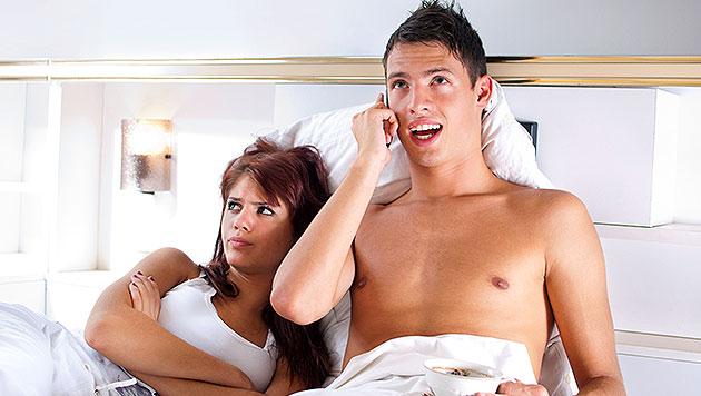 Studie: Lieber eine Woche ohne Sex als ohne Handy (Bild: thinkstockphotos.de)