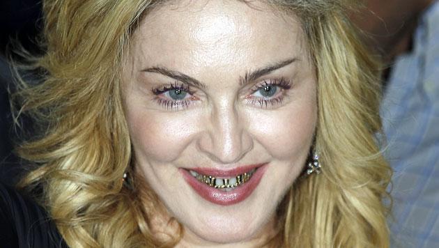 """Madonna lehrt uns mit """"Beißer""""-Look das Fürchten (Bild: AP)"""