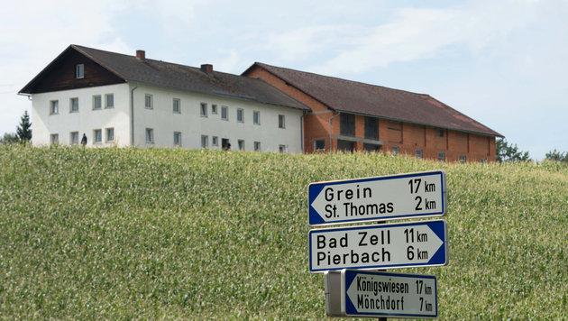 OÖ: 63-Jähriger mit Holzlatte und Messer getötet (Bild: APA/Werner Kerschbaummayr)