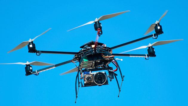 Drohne stürzt bei Stierhatz in die Menschenmenge (Bild: thinkstockphotos.de)