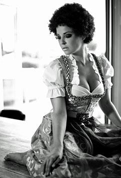 Reiler im Afro-Look bei Dirndl-Modeshooting (Bild: Dominik Trat)
