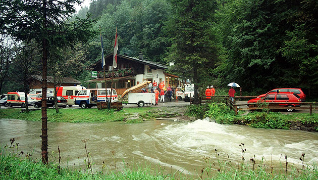 26 Personen aus Salzburger Höhle gerettet (Bild: APA/KERSTIN JOENSSON)