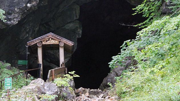 26 Personen aus Salzburger Höhle gerettet (Bild: APA/MICHAEL KRÖLL)