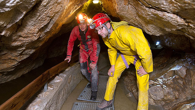 26 Personen aus Salzburger Höhle gerettet (Bild: EPA)