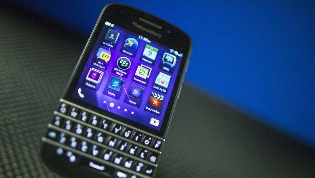 Blackberry überlegt Rückzug aus dem Handygeschäft (Bild: AP)