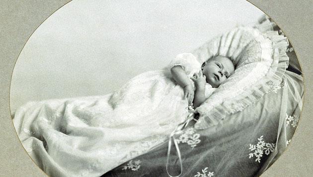 Queen Elizabeth II. öffnet ihr Baby-Album (Bild: EPA)