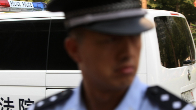 Chinese (11) stiehlt Auto und fährt Fußgänger tot (Bild: EPA)