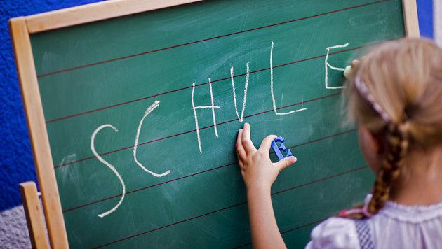 Schulbeginn: Fördern statt überfordern! (Bild: dpa/Arno Burgi)