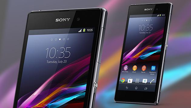 Sonys Smartphone-Flaggschiff Xperia Z1 angefasst (Bild: Sony)