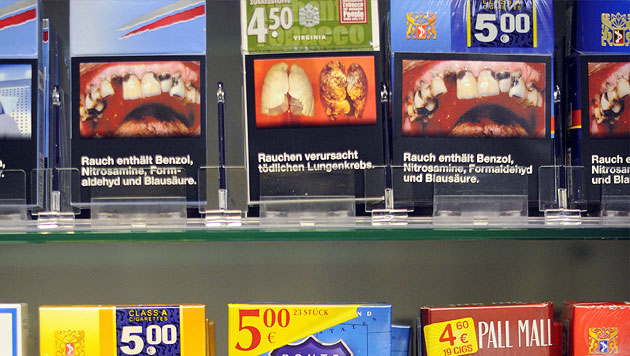 Schockbilder halten offenbar nicht vom Rauchen ab (Bild: EPA)