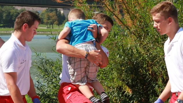 OÖ: Luftblase schützte Familie vor dem Ertrinken (Bild: Christoph Gantner)