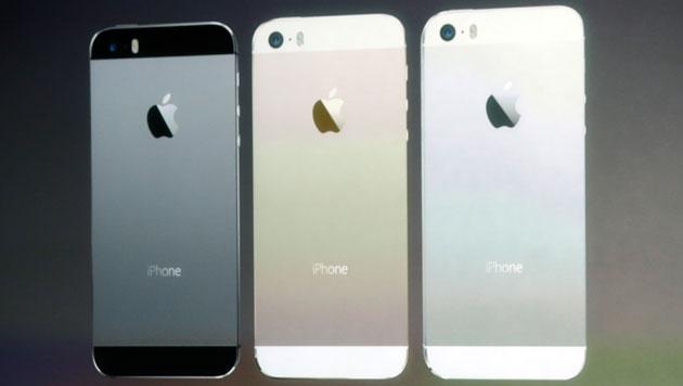 Bunt und sicher: Apple enthüllt neue iPhones (Bild: AP)