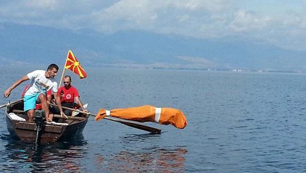 Bulgare schwimmt in Sack über 2,3 Kilometer weit (Bild: AFP)
