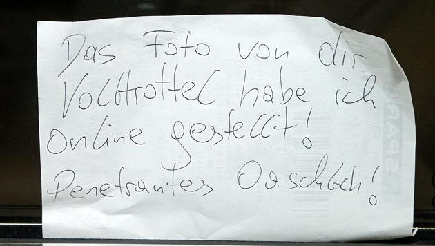 """Parkplatz-Not am Küniglberg und """"Nettigkeiten"""" (Bild: Kristian Bissuti)"""