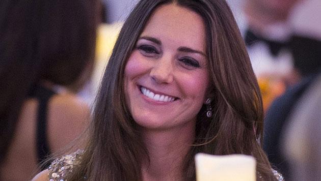 Kate überstrahlt bei erstem Gala-Auftritt alle (Bild: EPA)