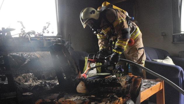 Wohnungsbrand in Sbg: Sessel ging in Flammen auf (Bild: Feuerwehr Saalfelden)