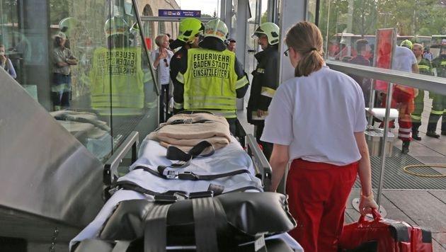 Bursche sperrt sich in NÖ selbst in Gepäckfach ein (Bild: EOBI Stefan Schneider / FF Baden-Stadt /  www.ffbs.at)