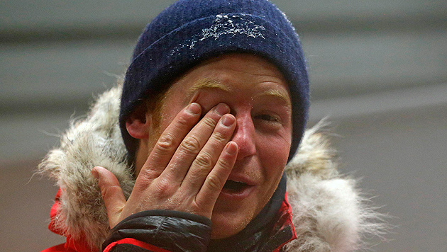 Prinz Harry nächtigte in riesigem Kühlschrank (Bild: AP)